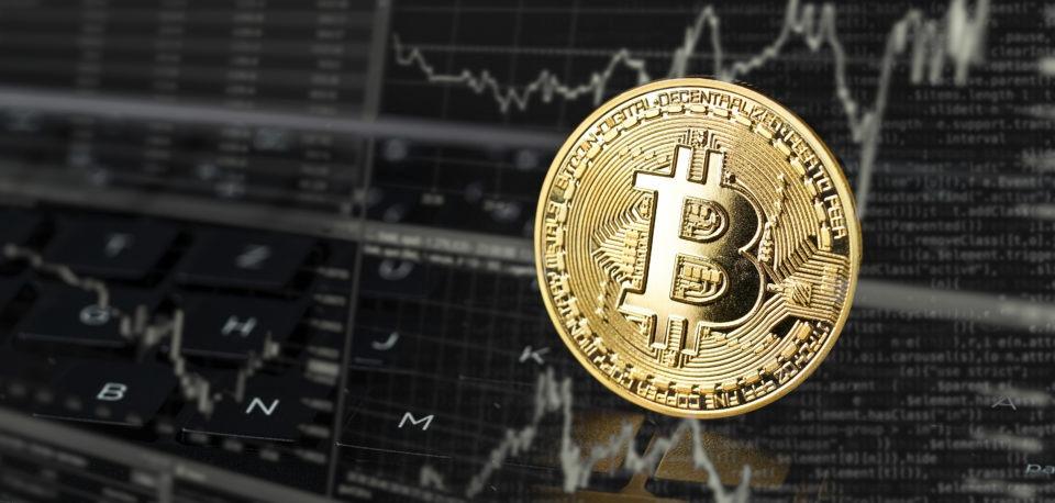 Čo je za výrazným rastom ceny bitcoinu?